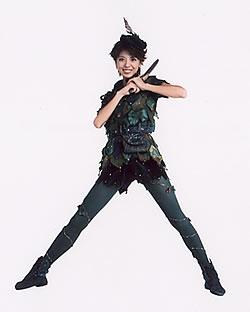 その後ピーターパン役は沖本冨美代・美智代姉妹、相原勇さん、宮本裕子さん、笹本玲奈 さん、中村美貴さんと引き継がれ、24年間で1303回の公演を重ねてきました。